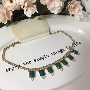 Jewelry - Dark green and Gold Colored Necklace